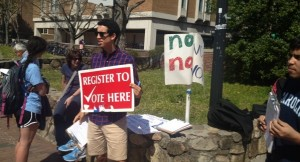 Students from the College Republicans, Young Democrats and Student Government worked together to help register voters in the Pit this week. (Photo by Risi Ademola)
